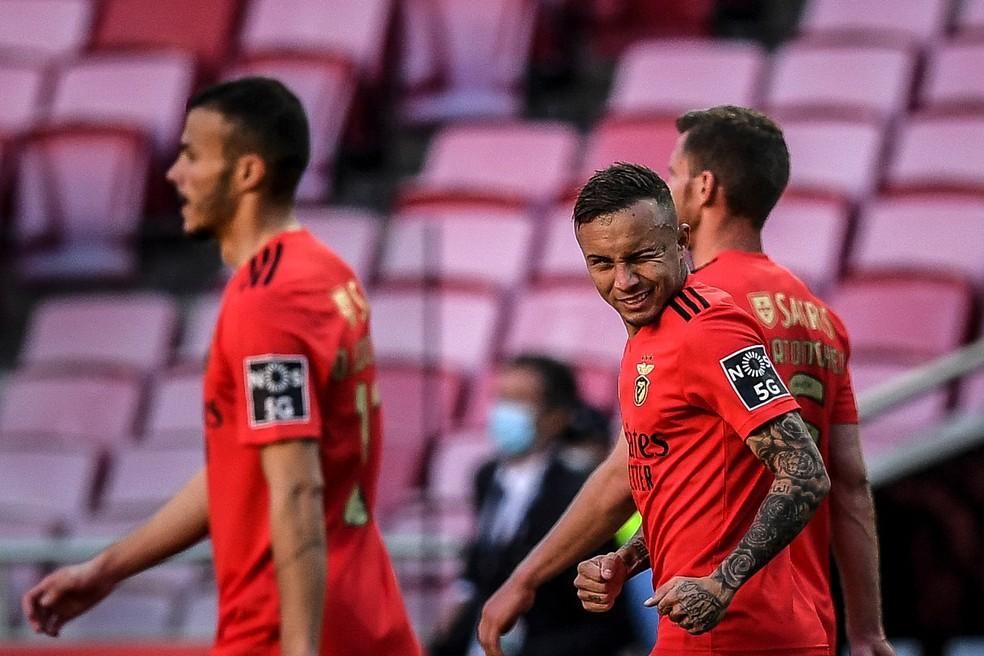 Everton Cebolinha comemora gol do Benfica — Foto: PATRICIA DE MELO MOREIRA / AFP