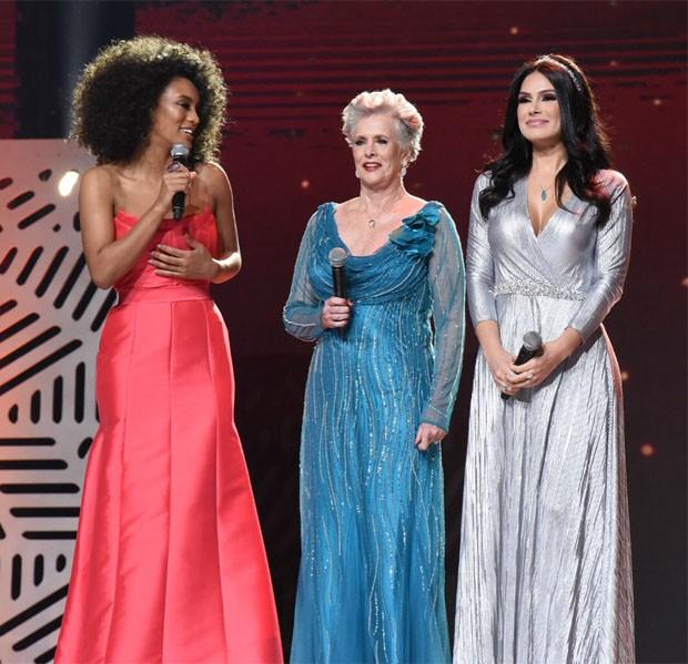 Raissa Santana, Miss Brasil 2016, e Natália Guimarães, Miss Brasil 2007, com Martha Vasconcelos, Miss Brasil e Universo de 1968 (Foto: Divulgação/Band)