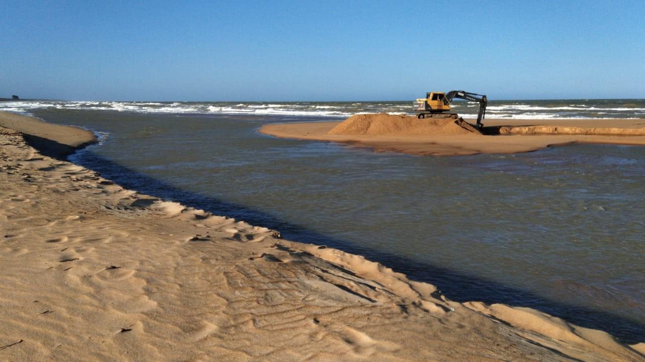 Foz do Rio Mariricu, no Norte do ES, é fechada para proteção contra fragmentos de óleo