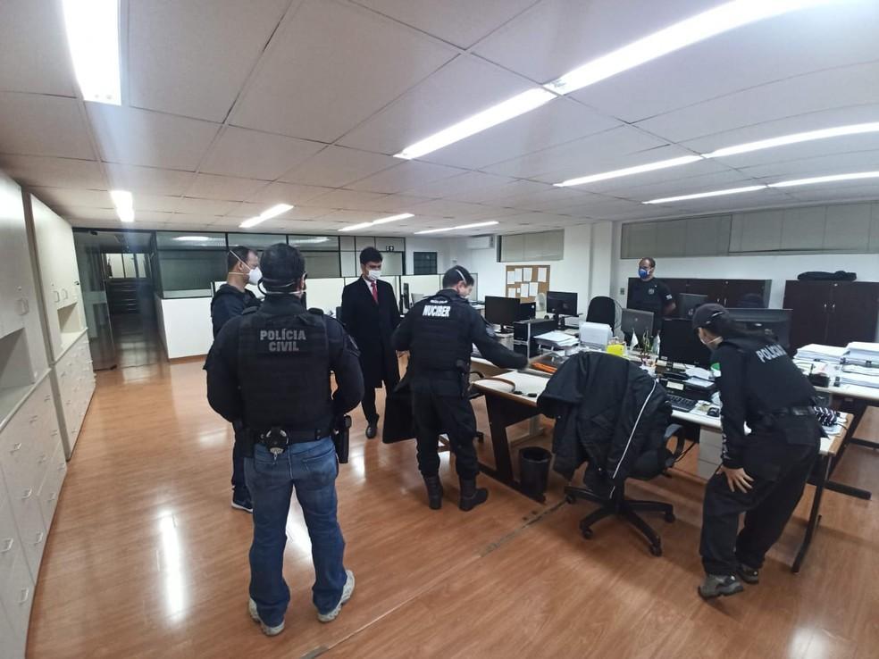 Policiais cumprem sete mandados em cidades do Paraná. — Foto: Divulgação/Polícia Civil