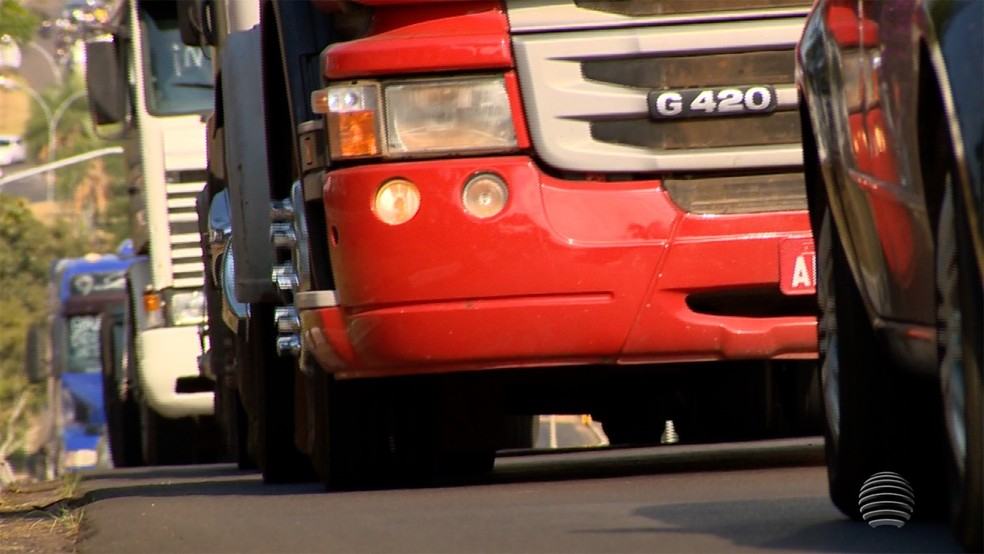 Greve dos caminhoneiros segue em estradas do Oeste Paulista (Foto: Reprodução/TV Fronteira)