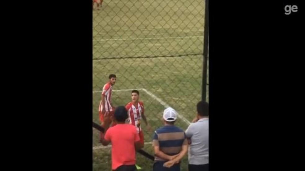 Jogador foi expulso, após xingar a sua própria torcida — Foto: Reprodução