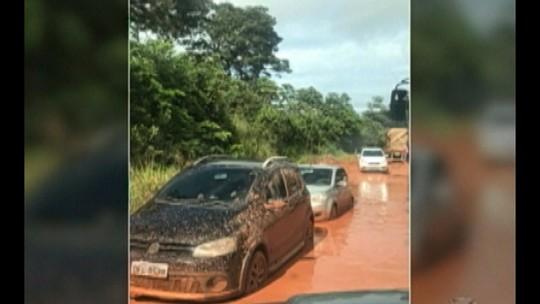 Atoleiro compromete o tráfego de veículos na BR-422 no sudeste do Pará