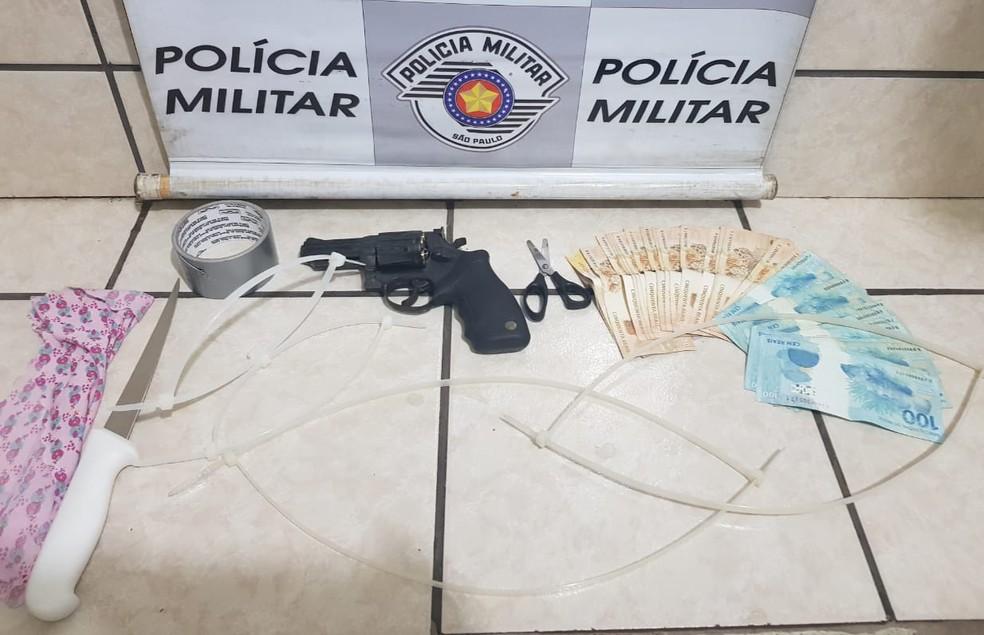 Arma utilizada no assassinato foi apreendida em Presidente Venceslau (Foto: Polícia Militar/Divulgação)
