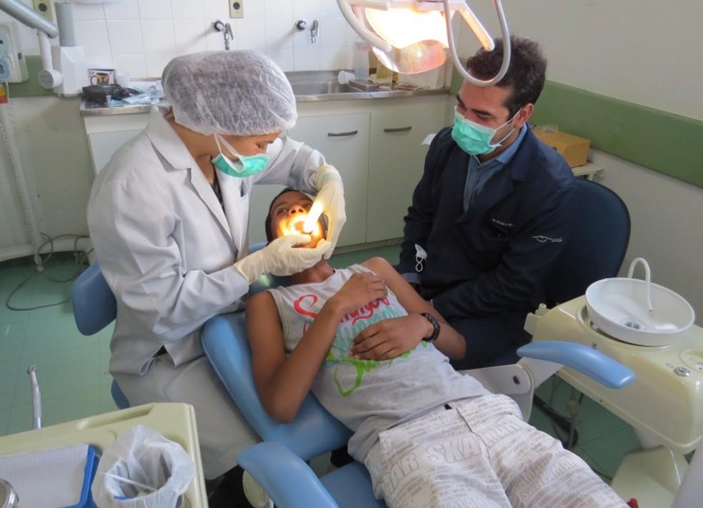 Há oportunidade para auxiliar de dentista  (Foto: Ana Clara Marinho)