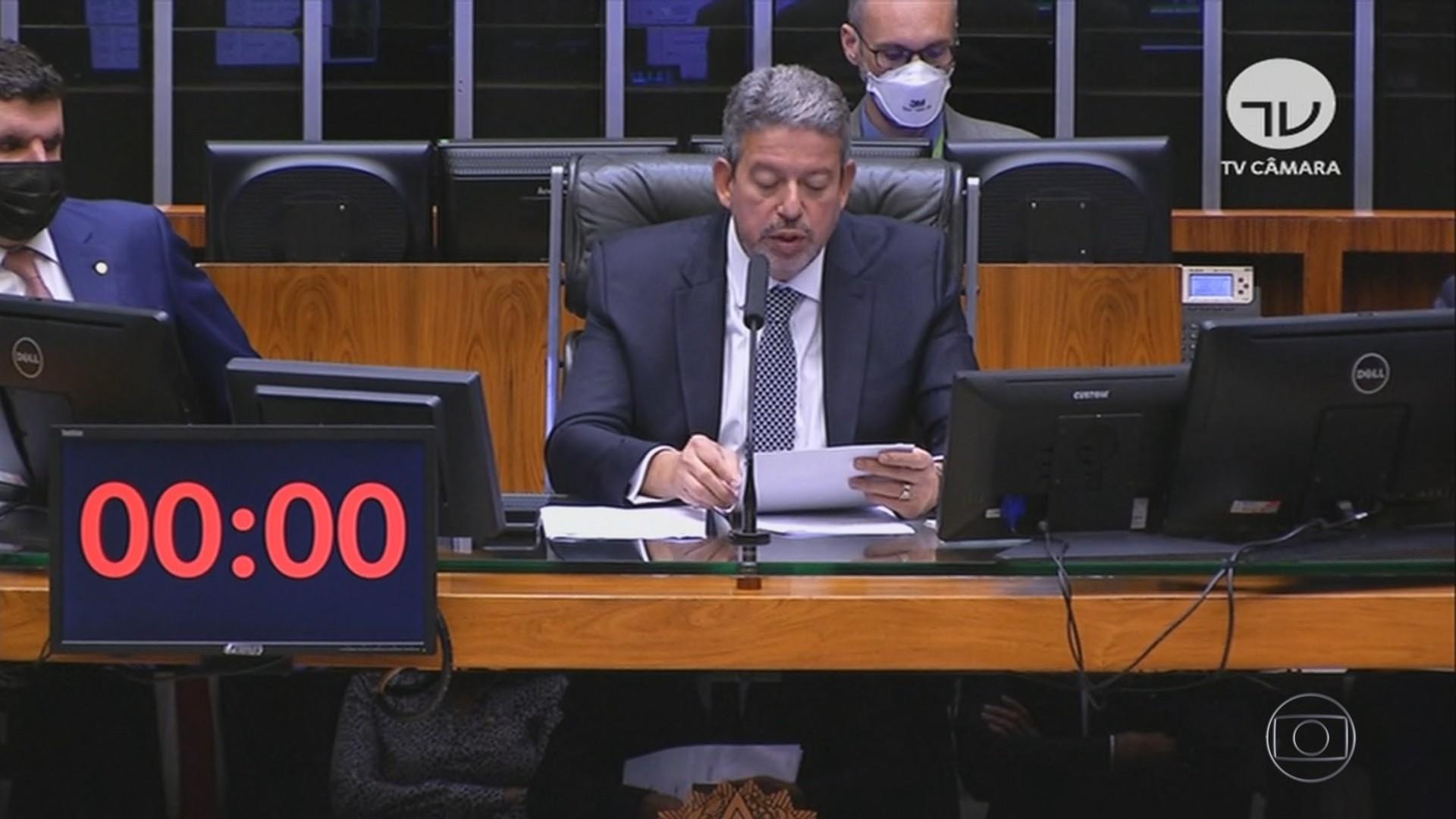 Aras recebe relatório da CPI e afirma que pode avançar na investigação sobre autoridades
