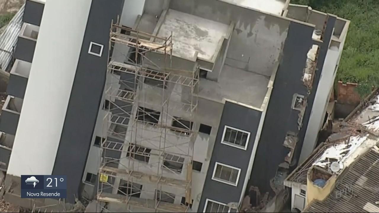 Chuvas prejudicam estrutura de prédios em Betim (MG)