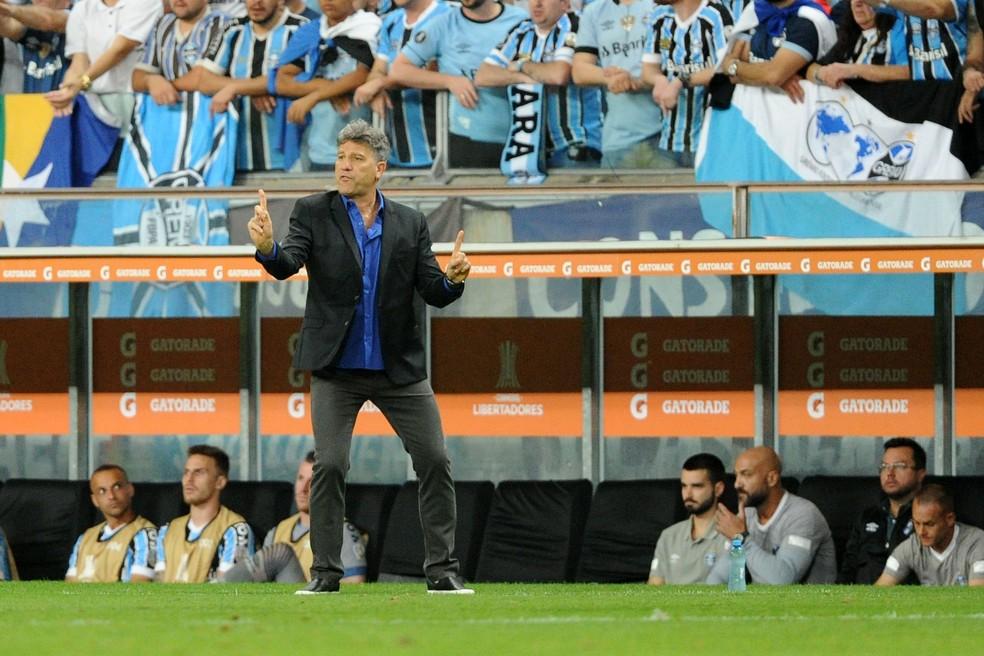 Sem muitas opções, Renato não conseguiu mudar o jogo em seu favor — Foto: Wesley Santos / Agência PressDigital