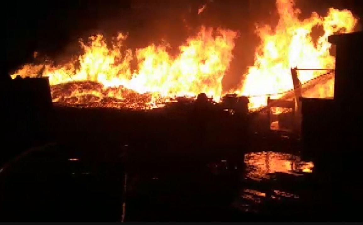Incêndio atinge madeira em galpão de reciclagem em Pouso Alegre, MG - Notícias - Plantão Diário