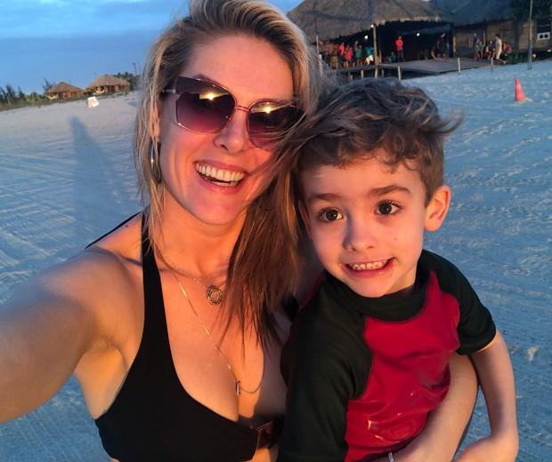 Ana Hickmann e o filho, Alexandre (Foto: Arquivo pessoal)