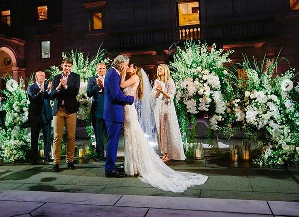 As fotos compartilhadas pela atriz Eliza Dushku celebrando seu casamento com o empresário Peter Palandjian (Foto: Instagram)