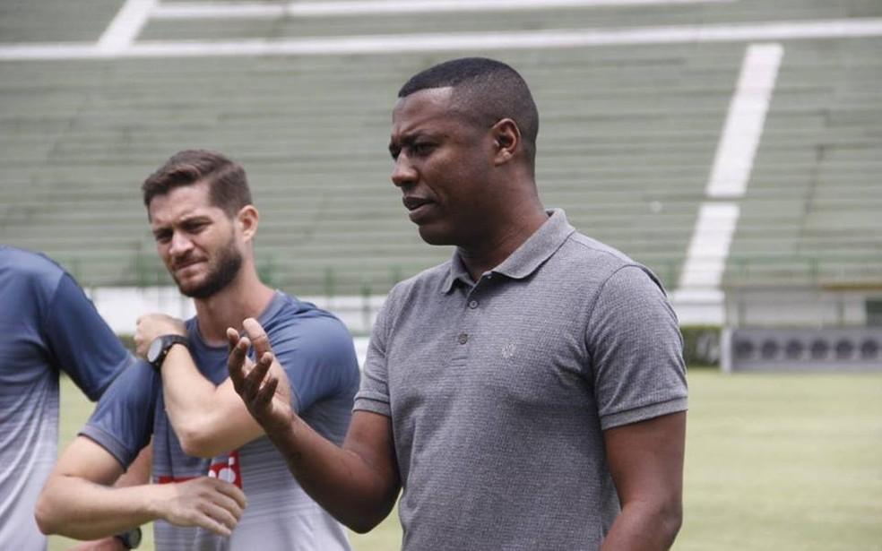 André Luiz ajudou na consultoria de futebol do profissional, mas acordo inicial era para trabalhar apenas com o sub-20 — Foto: Junior Ayupe/Tupi FC