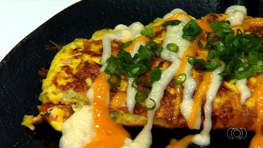 Sanduicheria goiana inova servindo 'Omelete na Enxada'; veja receita