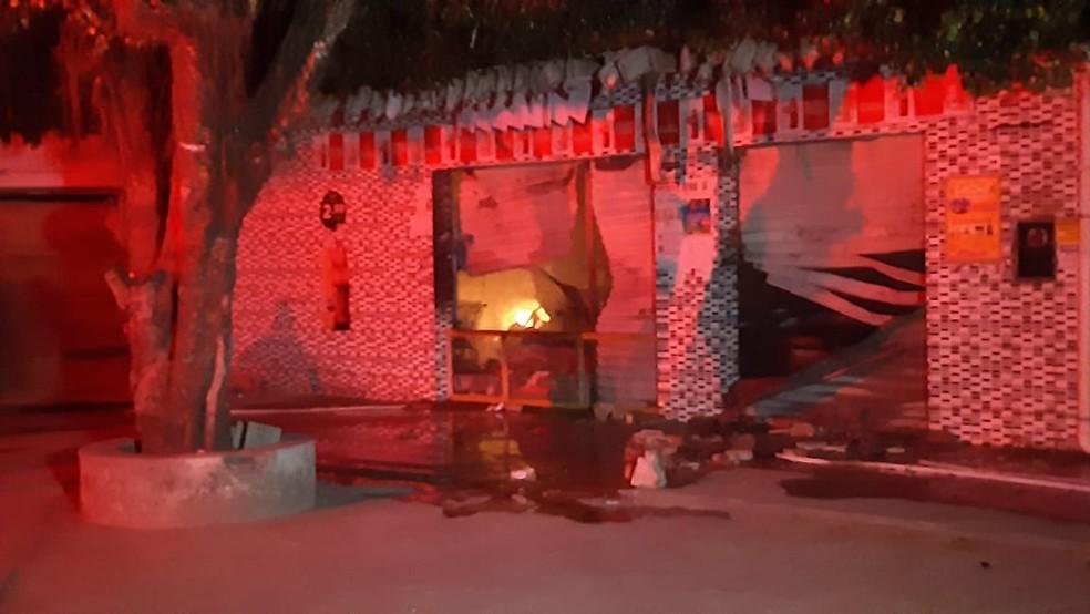 Mercadinho ficou destruído após incêndio na Grande Natal — Foto: Sérgio Henrique Santos/Inter TV Cabugi
