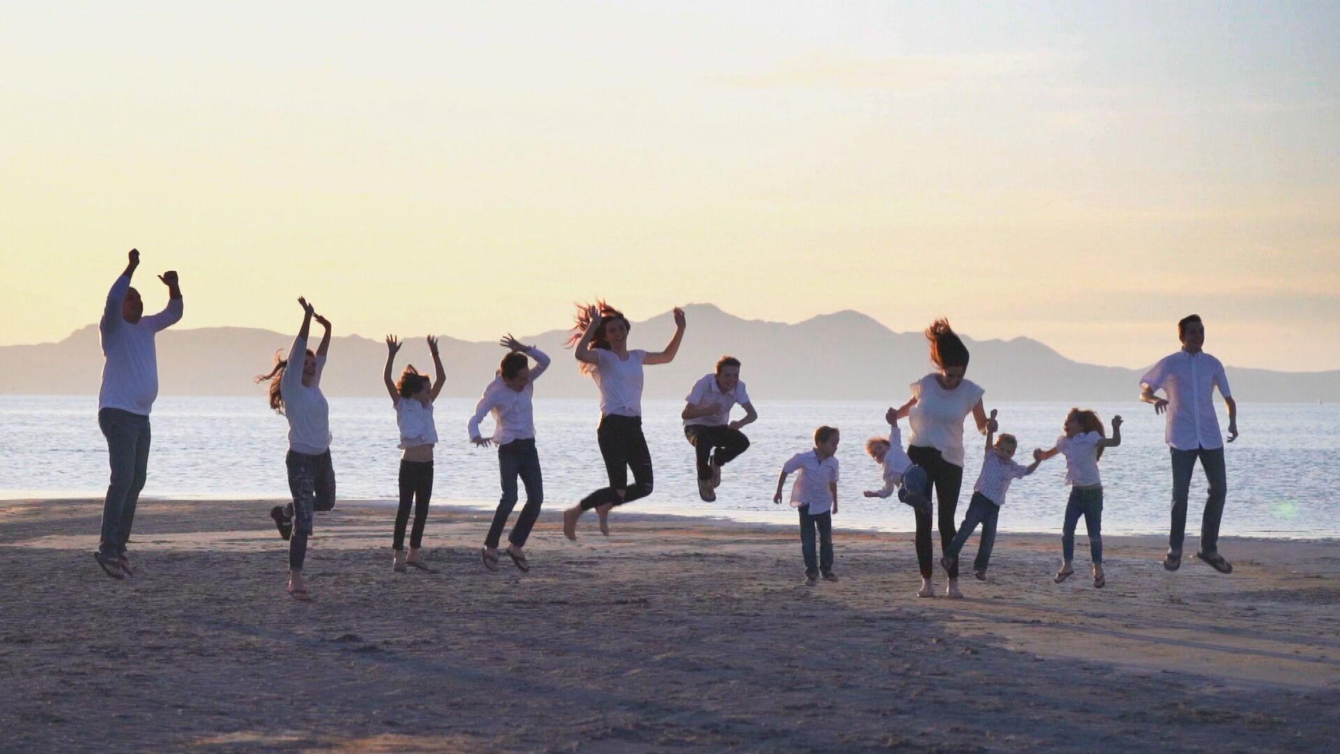 Casal mórmon fala sobre os dez filhos: 'É estressante, mas muito divertido'