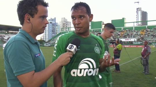 Vinícius entende como normais as vaias da torcida após empate com o Vasco