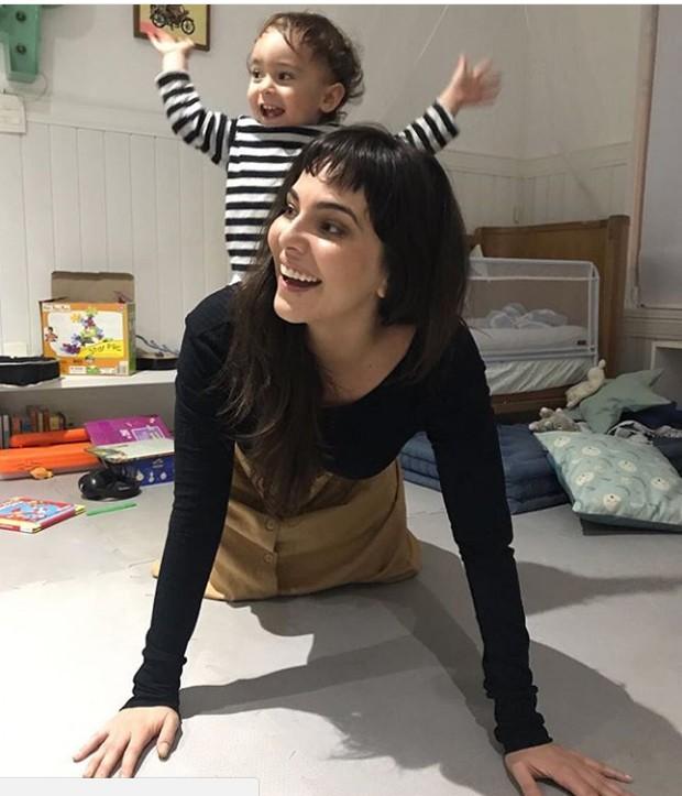 Tainá Muller e a filha (Foto: Reprodução / Instagram)