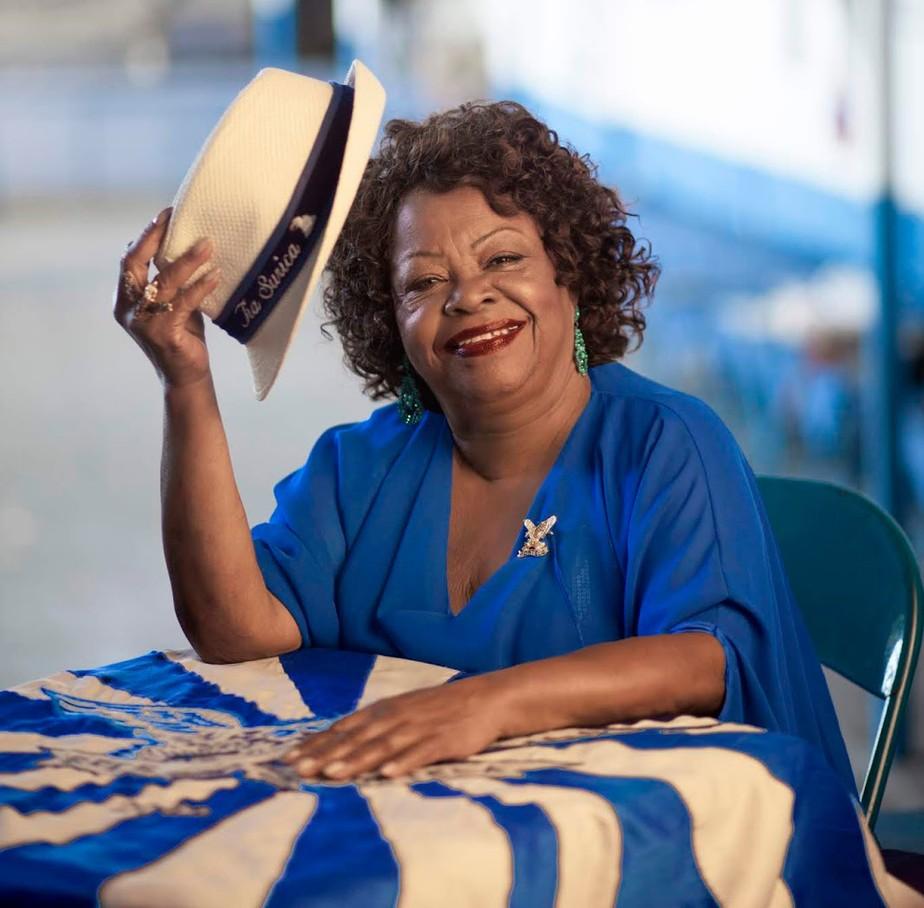 Tia Surica chega aos 80 anos como voz e símbolo de resistência da Portela
