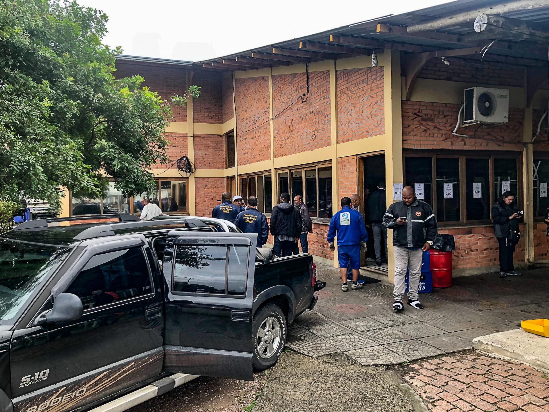 Justiça cumpre reintegração de posse de imóvel cedido à associação dos funcionários da Carris, em Porto Alegre - Noticias