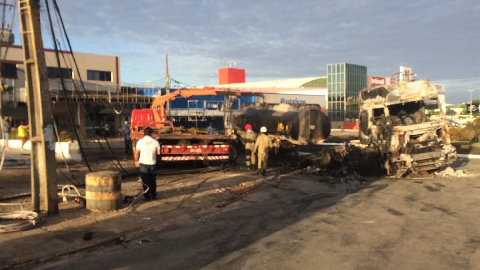 Caminhão explodiu próximo a posto em São Luís (Foto: Dalva Rego / TV Mirante)