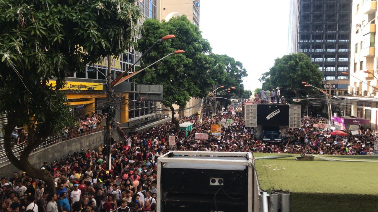 Parada LGBTI de Belém atrai milhares de pessoas às ruas neste domingo - Notícias - Plantão Diário