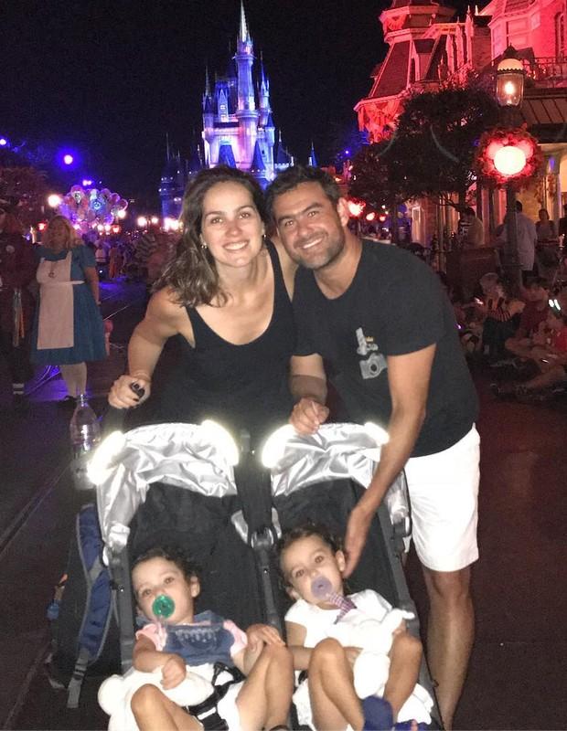 Thierry Figueira, Andressa Garcia e as filhas, Nina e Rafaela (Foto: Reprodução/Instagram)