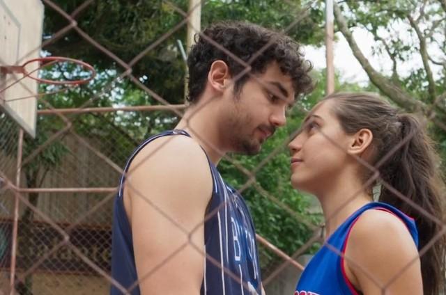 Vicente (Gabriel Contente) e Gabriela (Giovanna Coimbra) (Foto: TV Globo)