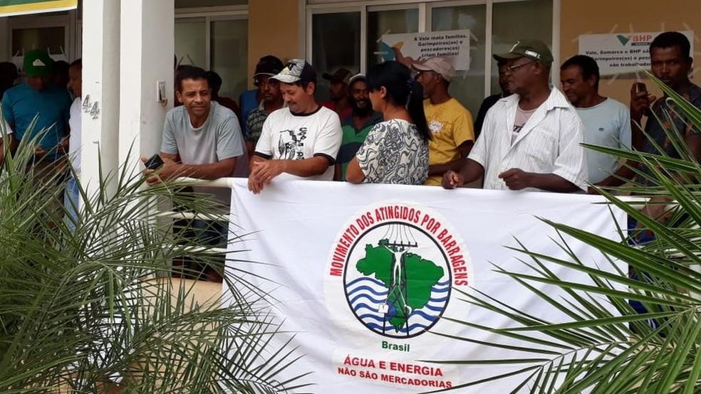 Protesto de moradores de Barra Longa no dia 5 de fevereiro: moradores não foram atendidos pela Fundação Renova — Foto: Arquivo pessoal/Simone Silva
