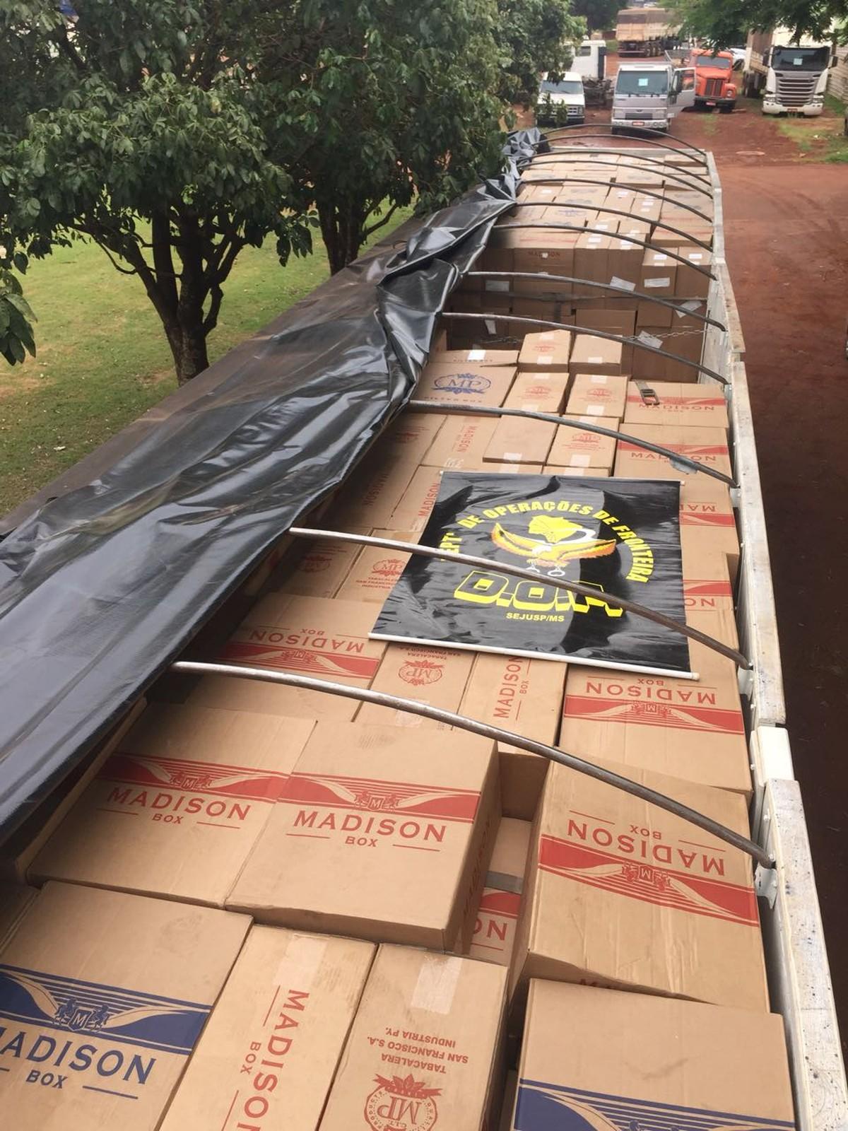 Homem é preso com 45 mil pacotes de cigarros contrabandeados em rodovia de MS
