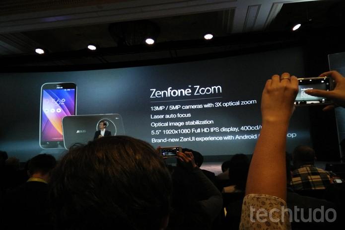 O ZenFone Zoom possui câmera traseira de 13 megapixels e zoom óptico de três vezes (Foto: Elson de Souza/TechTudo)