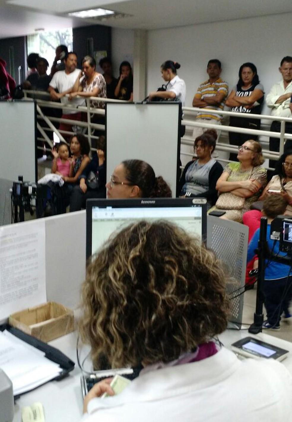 Cartório eleitoral na Região de Venda Nova, em Belo Horizonte,  ficou lotado nesta quarta por causa de boatos. (Foto: Vanei Miranda/TRE-MG)