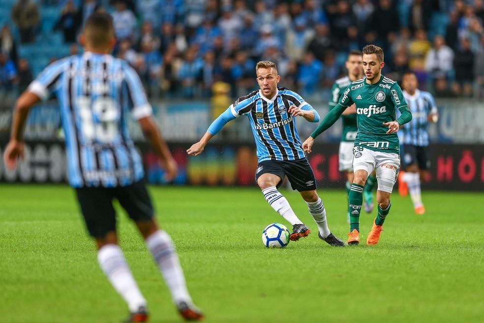 Arthur pode não vestir mais a camisa do Grêmio (Foto: Lucas Uebel / Grêmio, DVG)