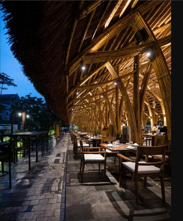 O telhado de palha protege o bambu da umidade e dos insetos (Foto: Bambubuild)
