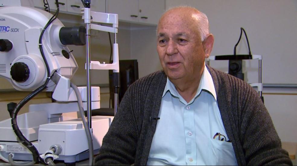 Consigo tocar a vida para frente. Valeu a pena fazer, diz o aposentado Walter Cassioti em Ribeirão Preto, SP (Foto: Carlos Trinca/EPTV)