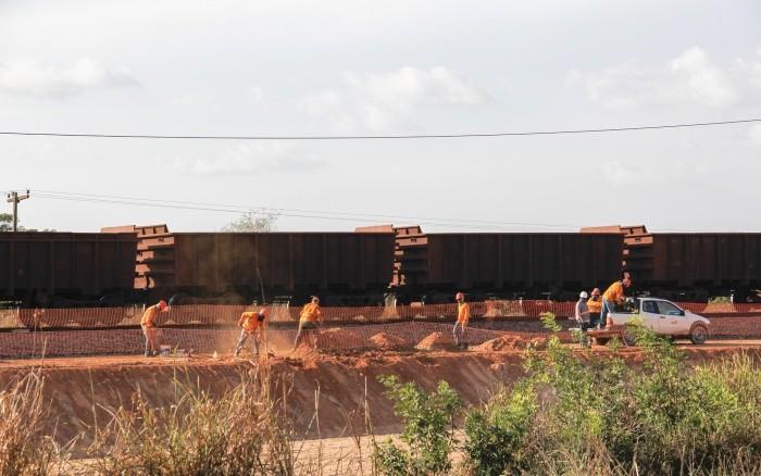 Transporte do Minério de Ferro na Estrada de Ferro Carajás, no Maranhão (Foto: Clara Roman / ISA)