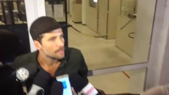 Bruno Gagliasso chega à delegacia para registrar queixa de ofensas contra a filha Titi