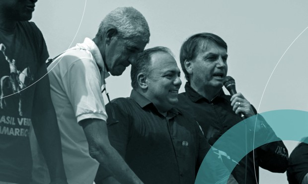 Pazuello ao lado do presidente Jair Bolsonaro em ato de apoio ao governo no domingo, 23