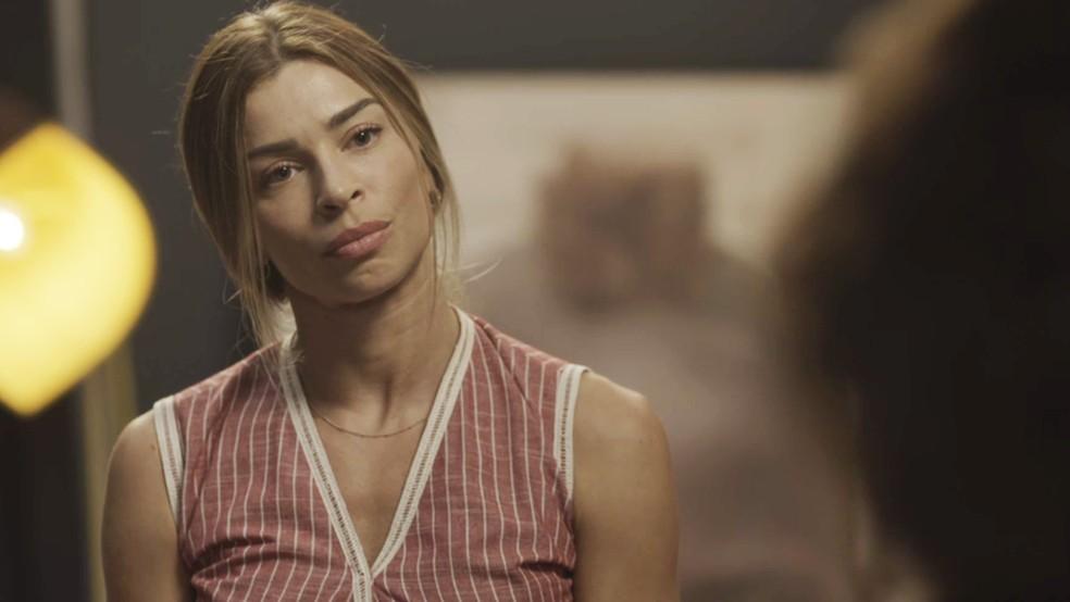 Paloma (Grazi Massafera) é afrontosa com Nana (Fabiula Nascimento) em Bom Sucesso — Foto: TV Globo