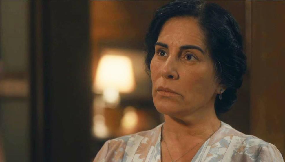 Lola (Gloria Pires) cai em plano de Shirley (Barbara Reis) em 'Éramos Seis' — Foto: Globo