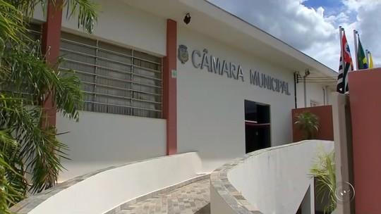 Após recusa, prefeito de Valparaíso assina documento de cassação do mandato