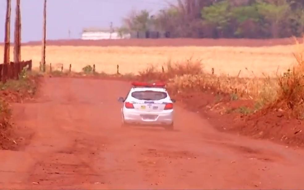 Polícia investiga homicídios em usina de açúcar em Santa Helena de Goiás — Foto: Reprodução/TV Anhanguera