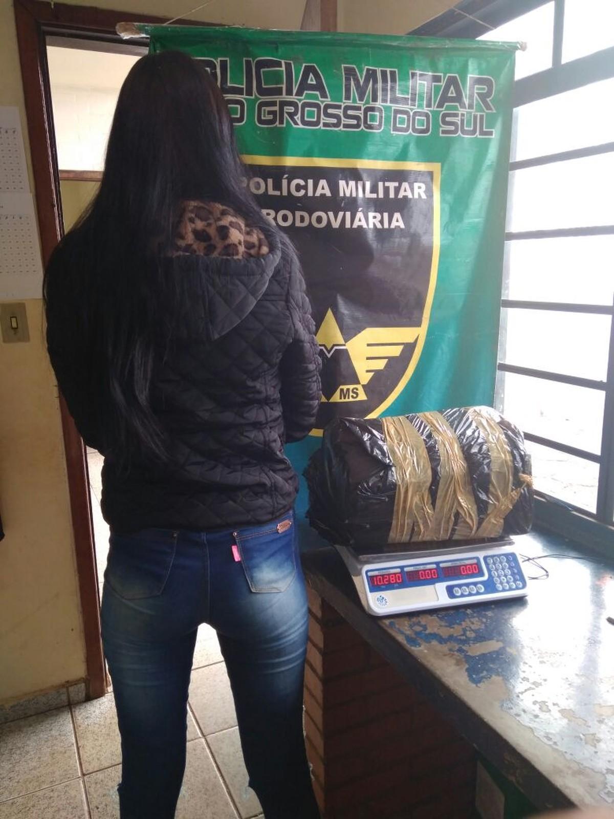 Jovem é presa em município de MS com maconha para ser revendida em Brasília