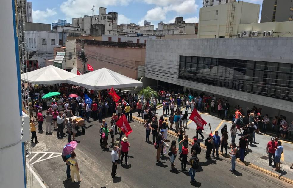 Manifestantes impediram acesso de servidores e deputados à Assembleia Legislativa do RN (Foto: Kleber Teixeira/Inter TV Cabugi)