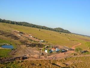 Fazenda foi ocupada por cerca de 100 pessoas (Foto: PM/ Divulgação)