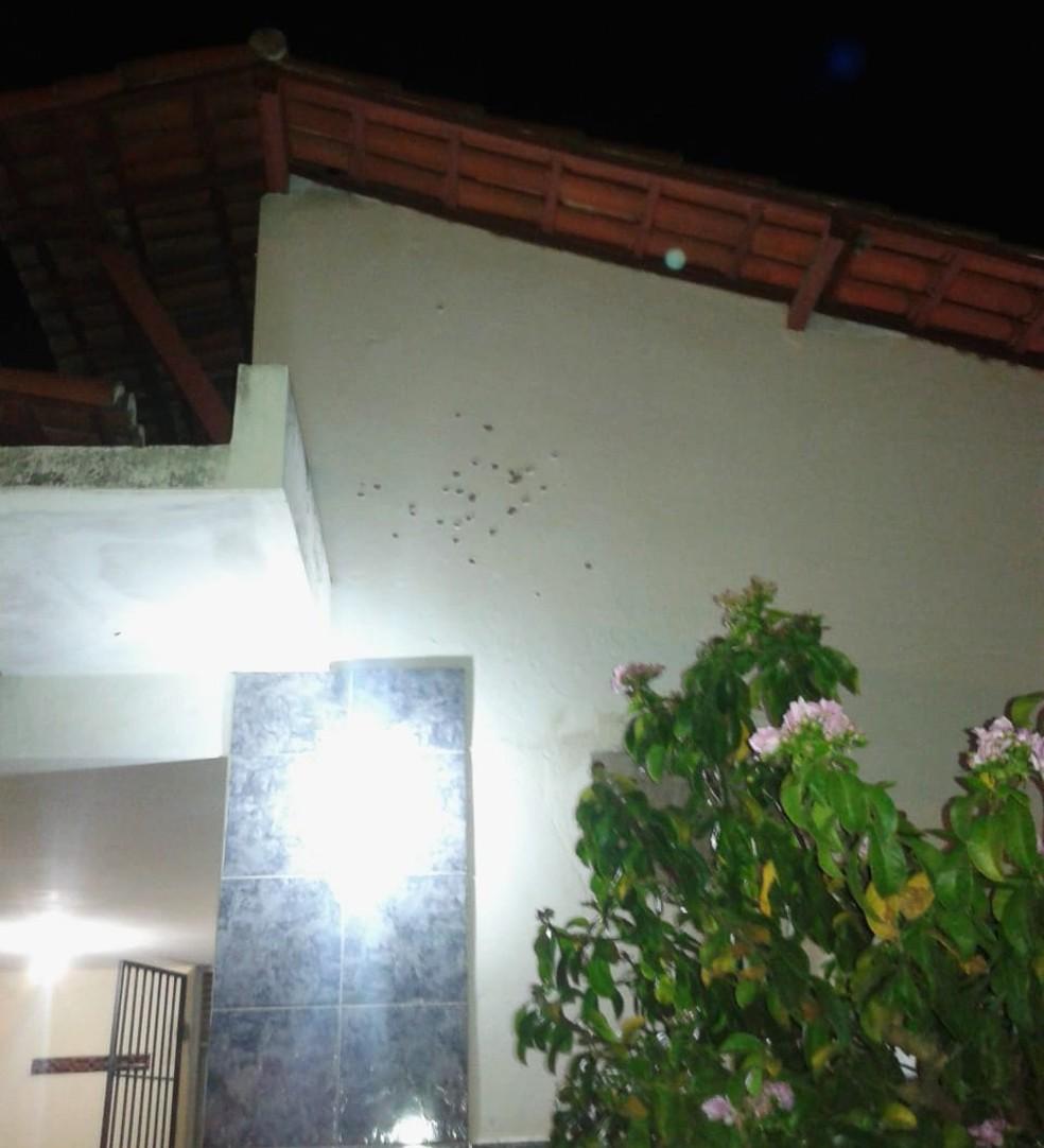 Bandidos também atiraram contra a base da PM — Foto: PM/Divulgação