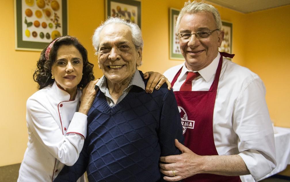 Marieta Severo, Lúcio Mauro e Marco Nanini nas gravações do episódio do aniversário de 60 anos do Lineu, que foi ao ar em agosto. — Foto: Globo/João Miguel Júnior