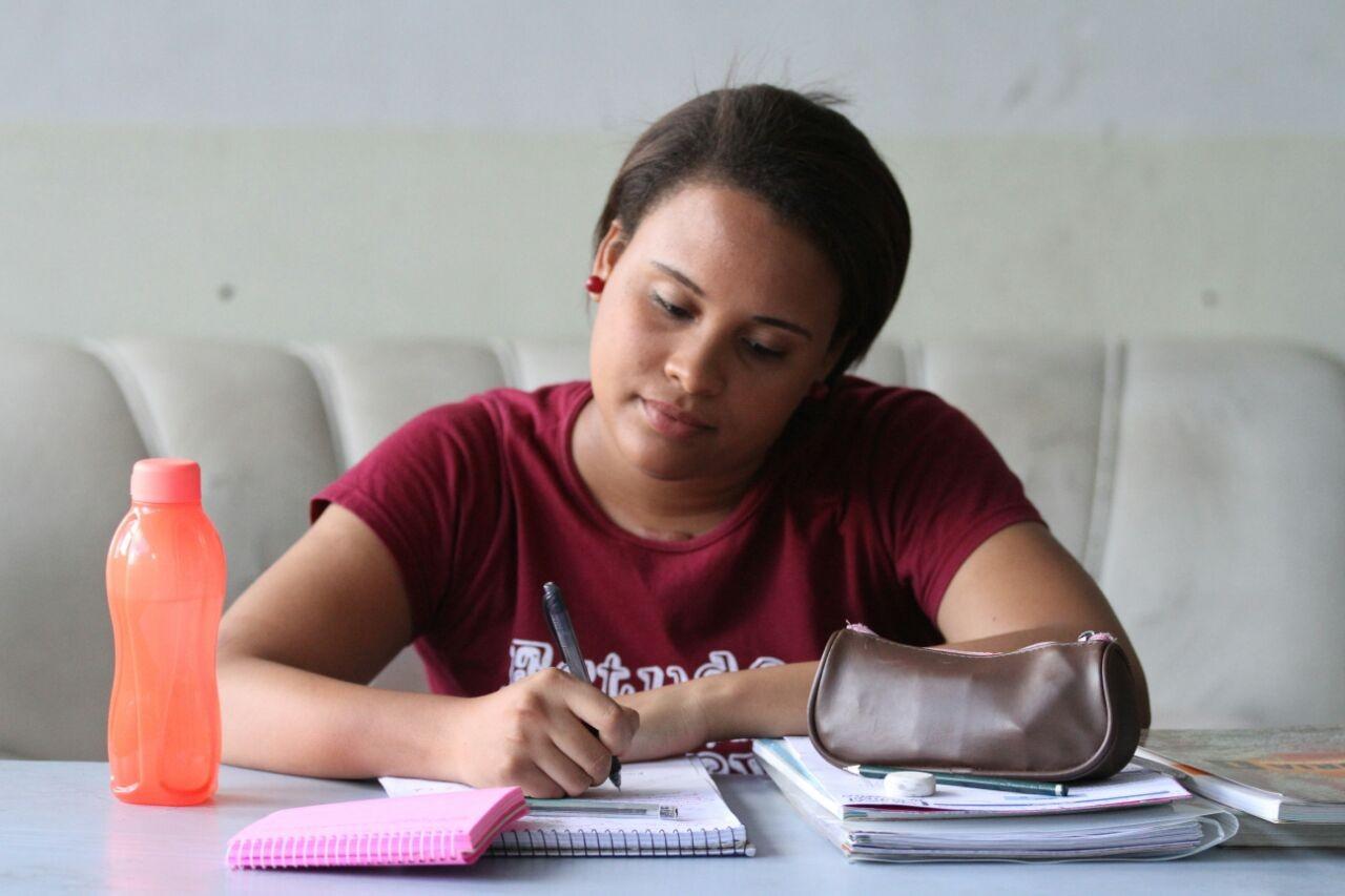 Orçamento apertado de famílias pressiona estudantes a obter boas notas no Enem