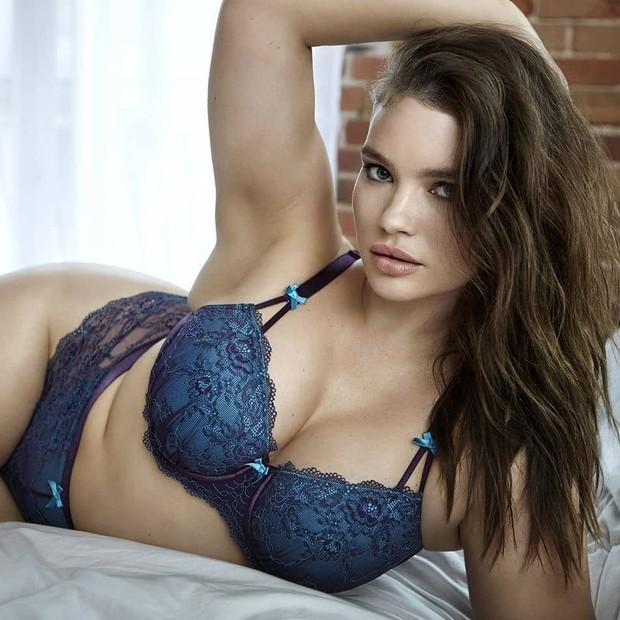 Tara Lynn surge sexy de lingerie e coleciona elogios (Foto: Reprodução/Instagram)