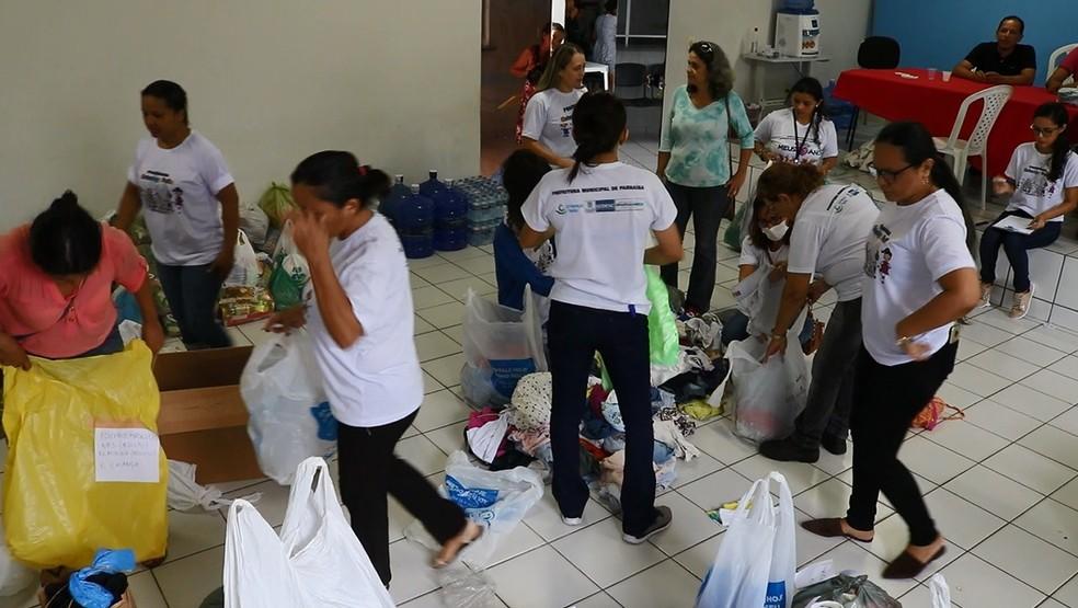 Doações destinadas às famílias afetadas pelas chuvas são organizadas na sede de Sedesc em Parnaíba, no Piauí — Foto: TV Clube