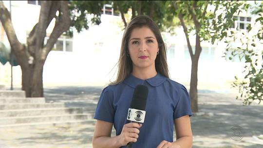 Dupla para ônibus e rouba cerca de 40 universitários em Aroeiras, na PB
